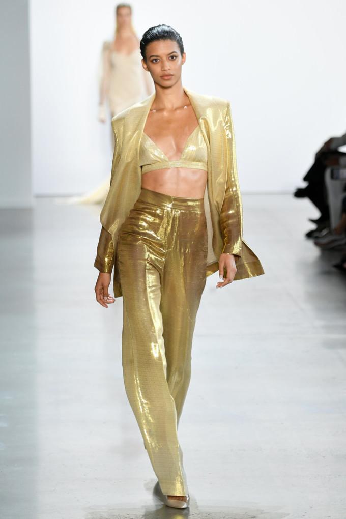 Lần thứ hai tham dự New York Fashion Week, Công Trí tiếp tục được giới mộ điệu khen ngợi.