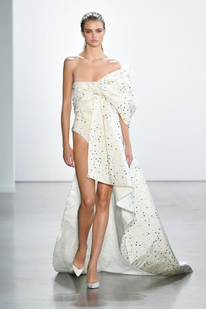 <p> Dàn mẫu trong buổi diễn đến từ các agency nổi tiếng của New York như IMG hay The Society Ford Models.</p>