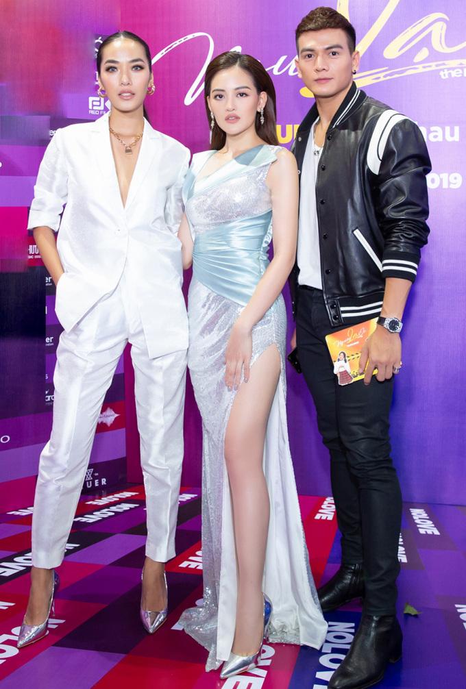 <p> Đến chúc mừng êkip phim có diễn viên Lê Xuân Tiền, Thoại Tiên.</p>