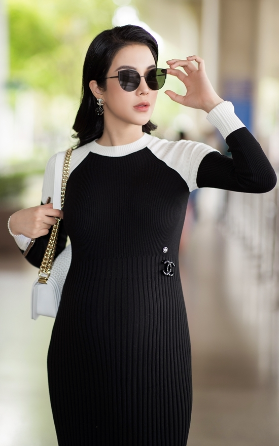 <p> Cô diện váy của Chanel khoe bụng bầu 6 tháng.</p>
