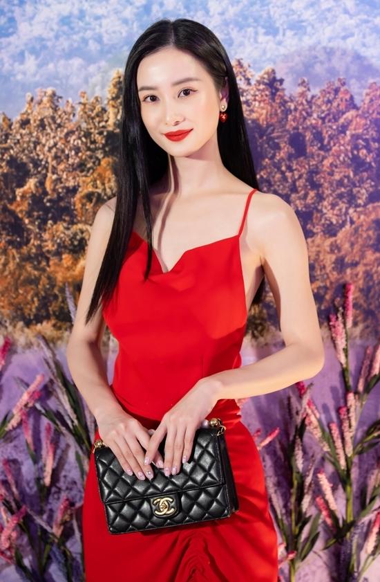 <p> Một số nghệ sĩ Việt có mặt tại buổi công chiếu phim. Jun Vũ diện váy dây gợi cảm, nổi bật trên thảm đỏ.</p>