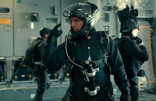 Tom Cruise và nhà quay phim (bên phải) trước khi ghi hình pha hành động.