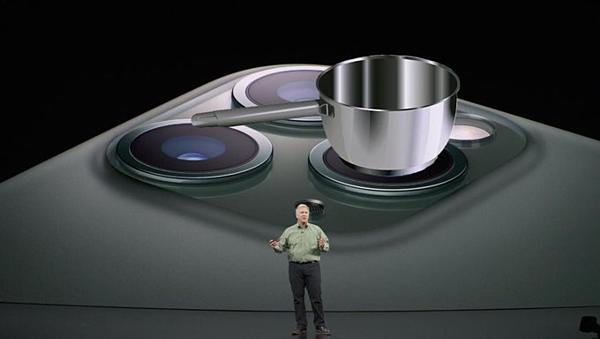 Thiết kế camera 3 vuông vức hệt dàn bếp từ.