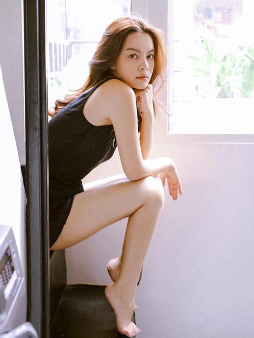 Phạm Quỳnh Anh quyến rũ trong bộ ảnh thanh xuân.