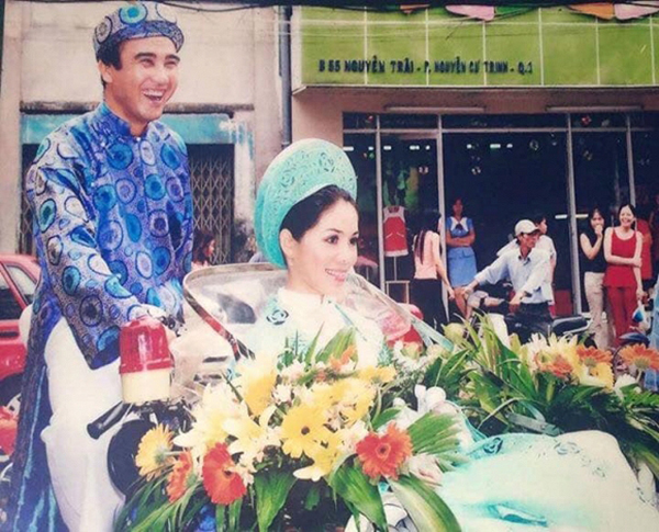 Quyền Linh lục lại bức ảnh cưới, tự tay lái xe rước dâu đưa vợ về dinh.