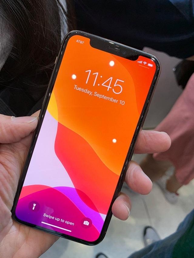 """<p> Mặt trước của bộ đôi smartphone cao cấp mới nhất hầu như giữ nguyên thiết kế tràn viền với màn hình """"tai thỏ"""" như các phiên bản trước.</p>"""