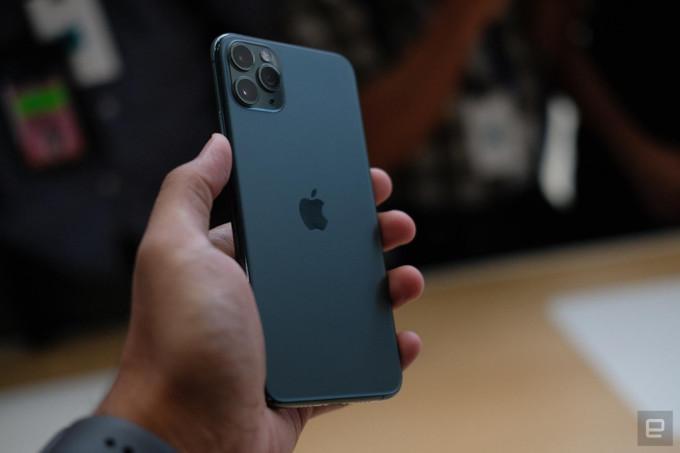 <p> iPhone 11 Pro có giá khởi điểm 999 USD và dòng Max có giá 1099 USD. Người dùng có thể đặt hàng từ 5h sáng ngày 13/9. Sản phẩm sẽ được lên kệ từ ngày 20/9.</p>