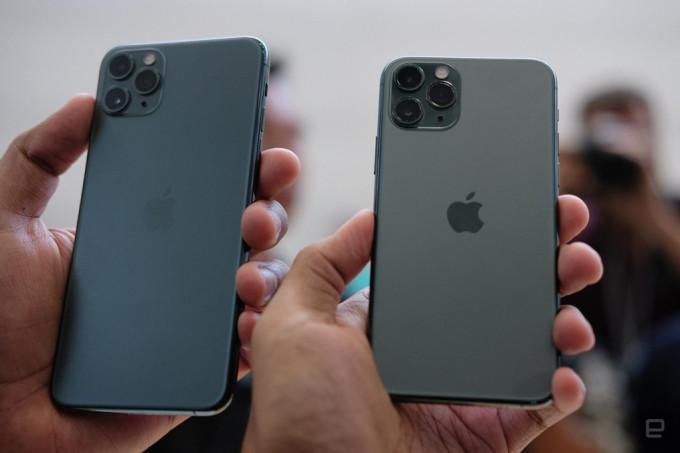 """<p> 0h ngày 11/9, Apple <a href=""""https://ione.net/tin-tuc/nhip-song/apple-ra-mat-iphone-11-11-pro-va-11-pro-max-3980315.html"""" rel=""""nofollow"""">trình làng bộ ba</a> iPhone11 mới. Trong đó bộ đôi Pro 11 và Max 11 được xem là 2 phiên bản nâng cấp của XS và XS Max ra mắt năm ngoái với kích cỡ giữ nguyên. iPhone 11 Pro Max có màn hình 6,5 inch, trong khi bản 11 Pro có màn hình 5,8 inch.</p>"""