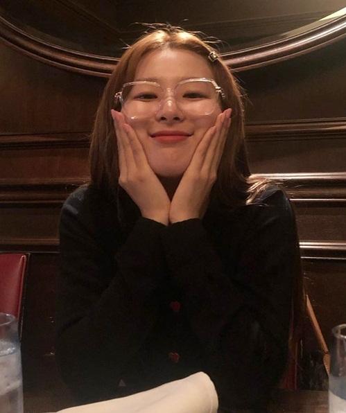 Seul Gi làm mặt tròn xoe, má phính cực cute.