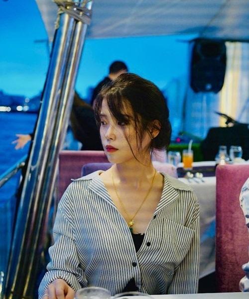 IU mặc gợi cảm trong chuyến đi nghỉ ở Bangkok cùng đoàn phim Hotel Del Luna.