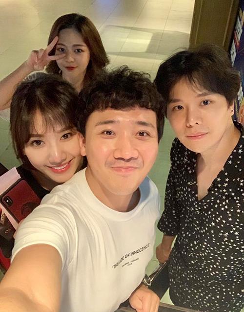 Trấn Thành ngầm khẳng định Trịnh Thăng Bình - Liz Kim Cương đang hẹn hò với bức ảnh đi chơi chung.
