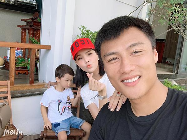 Gia đình Kỳ Hân - Mạc Hồng Quân selfie nhí nhố.