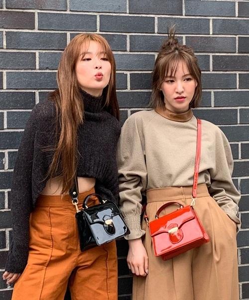 Seul Gi (trái) và Wendy kết đôi sành điệu chụp ảnh tạp chí.