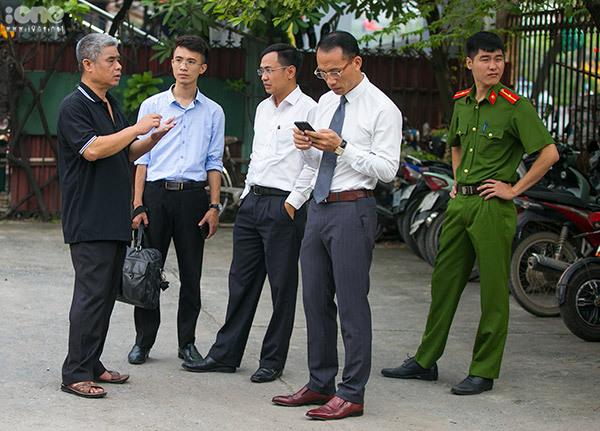 Cơ quan cảnh sát điều tra làm việc với tài xế Phiến tại Ký túc xá Học viện Báo chí.