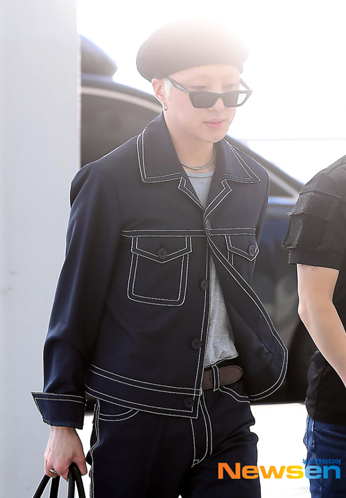 Cùng có mặt ở sân bay Incheon sáng nay làWinner. Boygroup YG lên đường sang Osaka (Nhật Bản).
