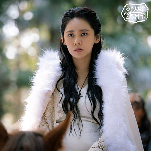 Choo Ja Hyun vào vai Asa Hon, mẹ của cặp song sinh Eun Som, Sa Ya (Song Joong Ki). Nhân vật này chỉ xuất hiện trong những tập đầu của Arthdal Chronicles nhưng vẻ ngoài trong sáng, tinh khôi nhưng cũng kiên cường của Asa Hon đã gây thương nhớ cho khán giả.