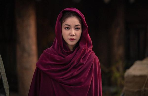 Kim Ok Bin đảm nhận vai Tae Al Ha đầy tham vọng và cũng giỏi giang. Nhân vật của cô là đối trọng với Tan Ya của Kim Ji Won. Tae Al Ha là người đứng sau, kích động chiến tranh để thay đổi Arthdal. Tạo hình cảu Kim Ok Bin trong phim già dặn, hợp vai với nhân vật.