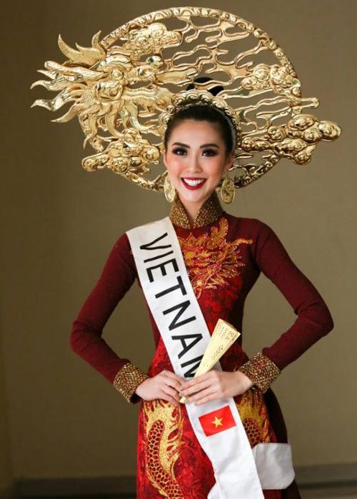 Sau đó, cô trở thành đại diện Việt Nam tại Miss Intercontinental 2017 và thắng giải Hoa hậu được yêu thích nhất. Với kinh nghiệm chinh chiến cuộc thi sắc đẹp quốc tế, người đẹp là một thí sinh đáng gờm năm nay.