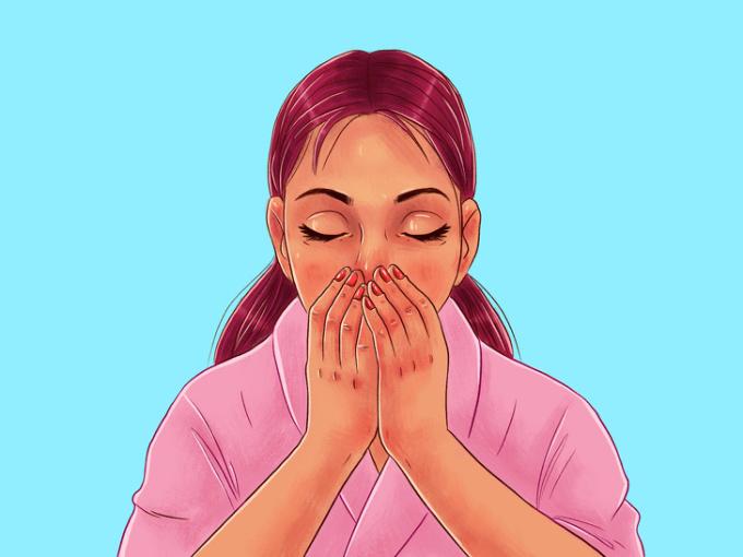 <p> <strong>Bước 2: Massage thư giãn</strong><br /> Sau khi thoa dầu lên trên da, hãy nhắm mắt và massage mặt bằng cách di chuyển từ vùng cằm lên trên trán và di chuyển xuống dưới hai má. Thực hiện động tác này 2-3 lần để chuẩn bị cho bài tập chống lão hóa da mặt.</p>