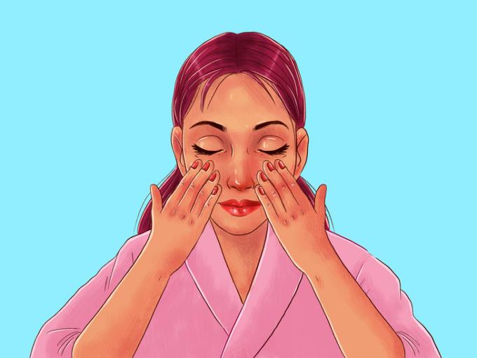 <p> <strong>Bước 3: Chuẩn bị</strong><br /> Trước khi bắt đầu bài tập, bạn dùng một lực nhẹ từ 4 ngón tay miết trên da từ hai má ra ngoài. Động tác này giúp làm nóng da, kích hoạt bạch huyết và chuẩn bị cho việc massage chính.</p>