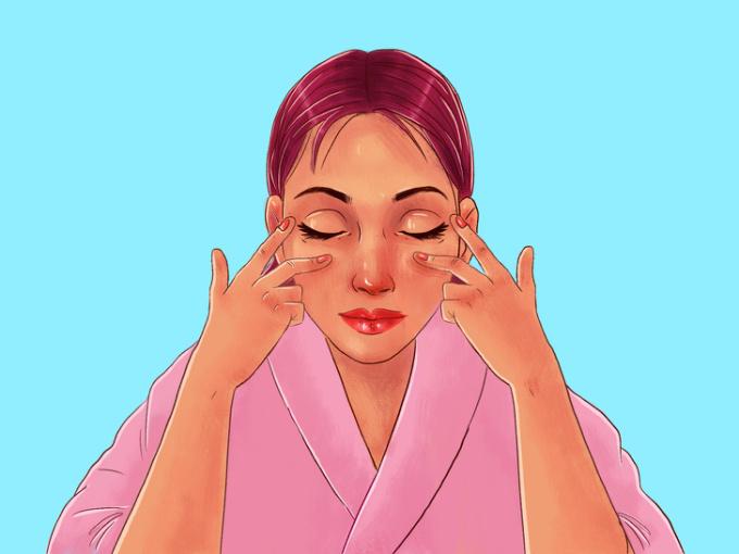 <p> <strong>Bước 8: Massage quanh mắt</strong><br /> Đầu tiên bạn dùng ngón trỏ vuốt nhẹ theo đường kim đồng hồ xung quanh mắt để làm nóng da.<br /> Tiếp đó, đặt ngón tay trỏ gần khóe mắt để cố định, sau đó dùng ngón tay giữa vuốt nhẹ từ trong mắt ra đến đuôi mắt.<br /> Động tác này giúp giảm bọng mắt, chống sưng, thâm ở vùng quanh mắt.</p>