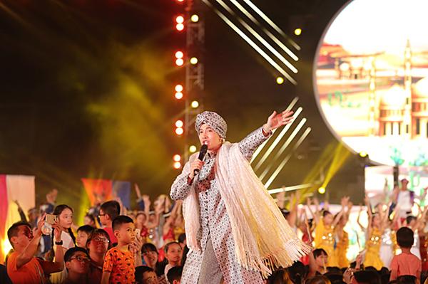 S.T Sơn Thạch biểu diễn ca khúc Alibaba Song.