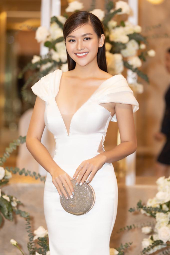 <p> Á hậu Tường San khoe nụ cười rạng rỡ quen thuộc.</p>