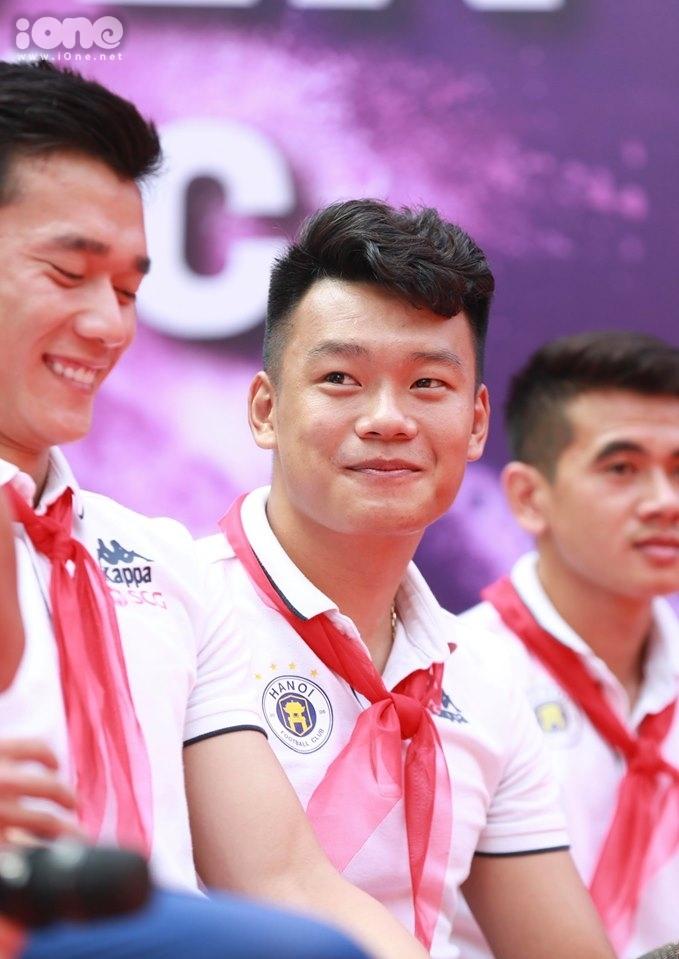 <p> Tiền vệ Nguyễn Thành Chung.</p>