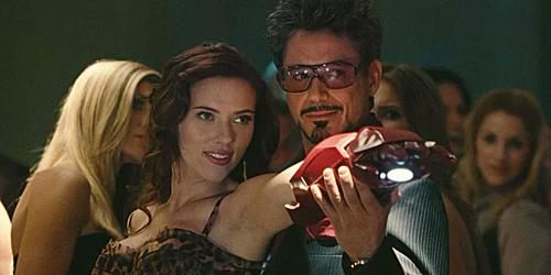 Natasha và Tony trong Iron Man 2.