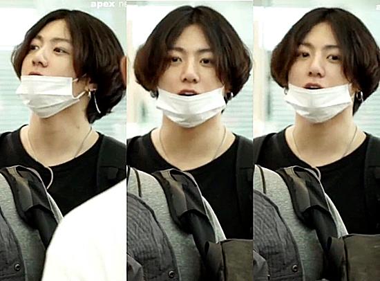 Jung Kook tại sân bay sáng nay.