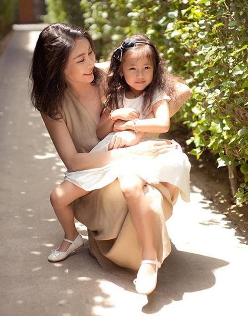 Con gái ra dáng hoa hậu tương lai của Hà Kiều Anh - 6