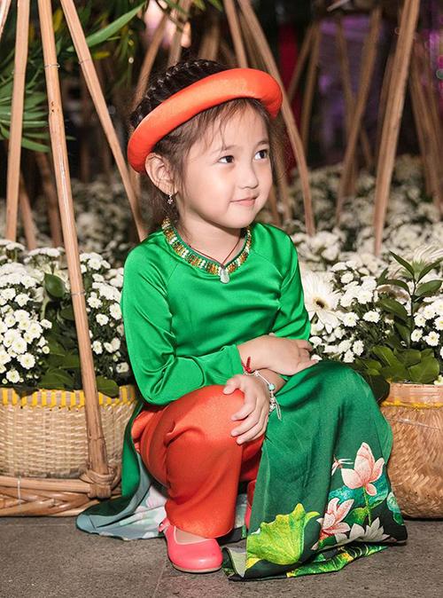 Từ đó đến nay, nhóc tì 4 tuổi thành gương mặt quen thuộc trên nhiều sàn diễn thời trang nhí.