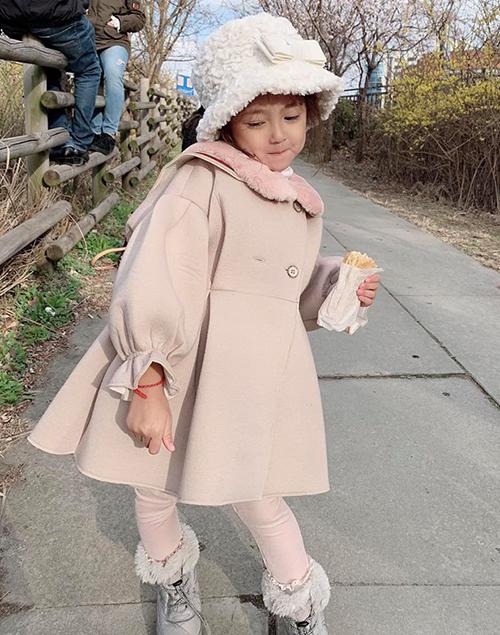 Con gái ra dáng hoa hậu tương lai của Hà Kiều Anh - 3
