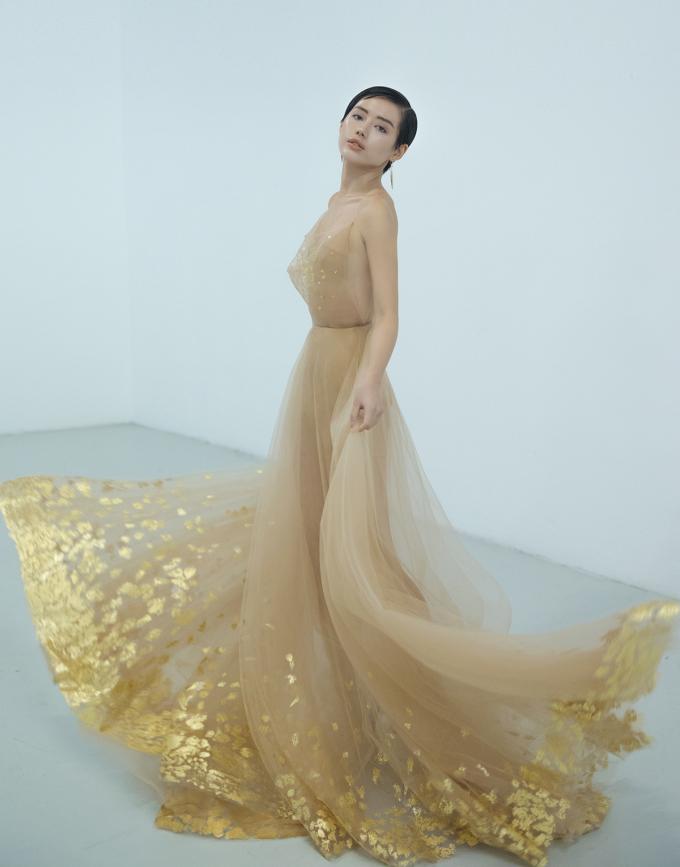 <p> Khánh Linh chia sẻ cô đã quen đến dự tuần lễ thời trang quốc tế với vai trò khách mời. Lần này, catwalk ở London là một trải nghiệm mới lạ của chân dài bước ra từ The Face.</p>