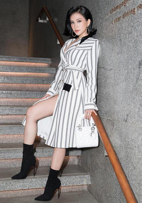Trong bộ sưu tập túi Sĩ Thanh từng khoe còn có những mẫu Lady Dior đình đám, được bán với giá từ 70 đến 100 triệu đồng.