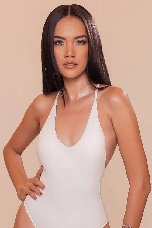 Lê Hoàng Phương là thí sinh tiềm năng đến từ Cam Ranh, tỉnh Khánh Hòa. Người đẹp 24 tuổi sở hữu gương mặt sắc nét, làn da nâu cùng chiều cao 1,77m. Số đo ba vòng 84-63-95.