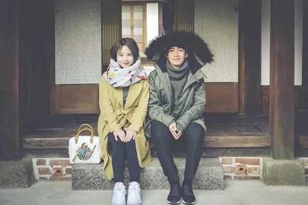Dịp Valentine 2017, Quang Đăng bí mật dành tặng bạn gái một bài múa khiến cô bật khóc. Cặp đôi có chung sở thích du lịch và cùng nhau khám phá nhiều nơi.
