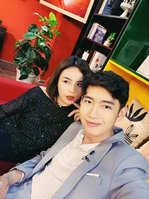 Để kỷ niệm tình yêu, cặp đôi cùng thực hiện MV Hai chúng ta, ra mắt hồi tháng 3/2017. Hai năm sau, khi Thái Trinh có đêm nhạc đầu tiên sau thời gian im ắng, Quang Đăng có mặt, động viên người yêu.