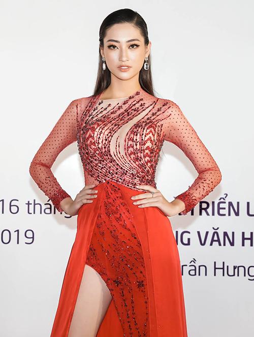 Hoa hậu Lương Thùy Linh chạy show đều đặn trước khi lên đường sang Anh thi Miss World 2019.