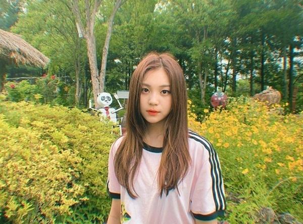 Um Ji (GFriend) khiến fan trầm trồ trước nhan sắc ngày càng thăng hạng.