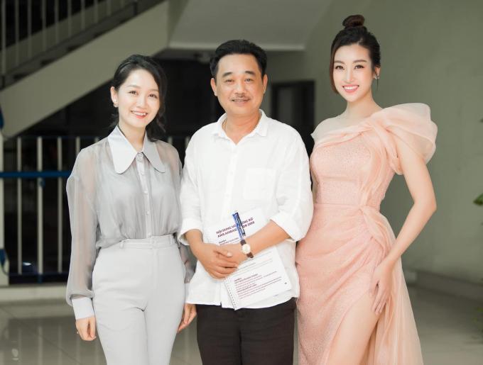 <p> Ngồi chung ghế nóng với Hoa hậu Đỗ Mỹ Linh là NSƯT Quốc Khánh (giữa).</p>