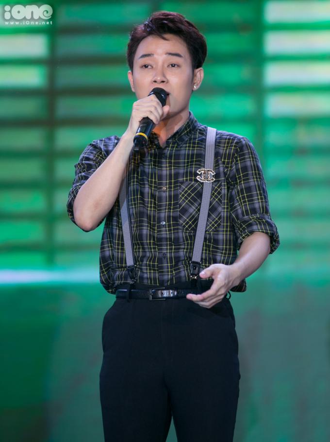 <p> Ca sĩ Trúc Nhân là khách mời biểu diễn tại sự kiện.</p>