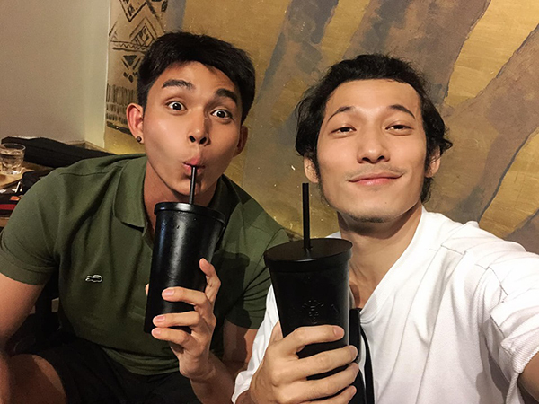 Jun Phạm và Liên Bỉnh Phát hẹn hò uống cà phê.