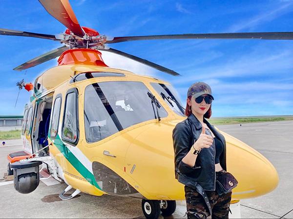 Thúy Ngân được di chuyển bằng trực thăng trong chuyến công tác ở Nhật Bản.