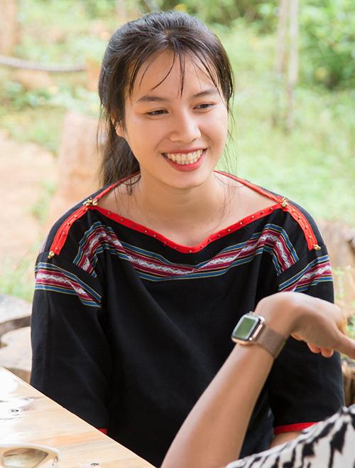 HLuai HWing quen HHen Niê nhờ một TVC quảng cáo. Ấn tượng vớigương mặt và năng lượng mà cô gái này mang lại, tìm thấy sự đồng cảm từ xuất phát điểm giống mình, Hoa hậu H'Hen Niê đã quyết định cùng ban tổ chức đến tận nhà của H'Luai H'Wing để thuyết phục tham gia Hoa hậu Hoàn vũ Việt Nam 2019.