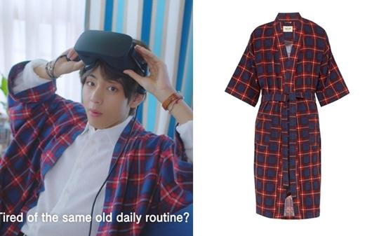 Trong video quảng bá du lịch Seoul (Hàn Quốc) được phát hành ngày 13/9, V mặc một chiếc áo choàng ca-rô thuộc thương hiệu Fear of God. Mặc dù có giá không hề rẻ (khoảng 1.000 USD), thiết kế này vẫn sold out trong nháy mắt.