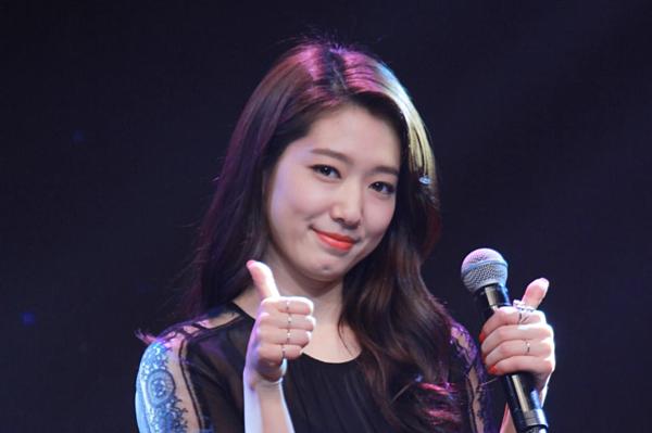 Park Shin Hye thường xuyên chiêu đãi fan những ca khúc ngọt ngào trong fanmeeting.