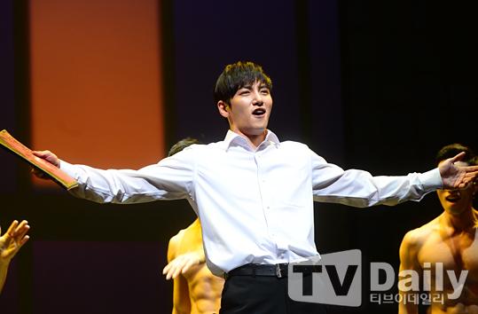 Ji Chang Wook đóng nhạc kịch.