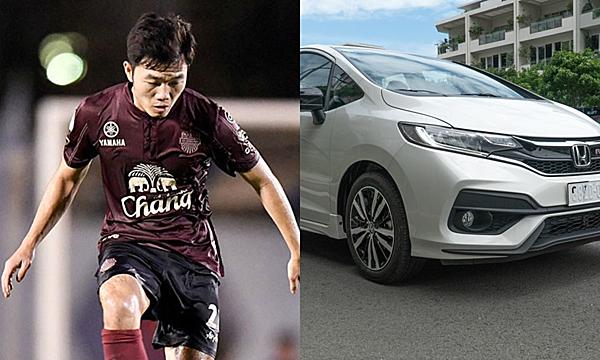 Xuân Trường di chuyển bằng chiếc Honda Jazz, màu trắng khi còn khoác áo Buriram United.