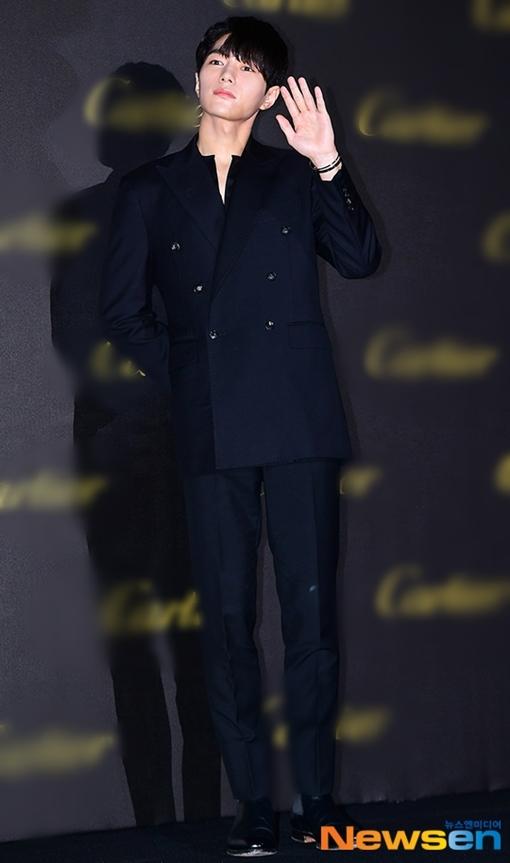 L (Kim Myung Soo, cựu thành viên INFINITE) khoe visual long lanh.